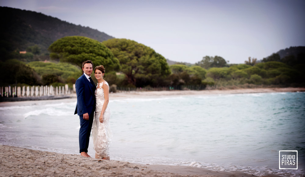 Photographe mariage en Corse: photo de couple à Palombaggia